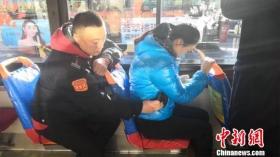 公交司机演示小偷的扒窃手段 传授防盗秘籍
