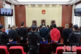 强迫民警下跪暴力袭警 54人二审获刑